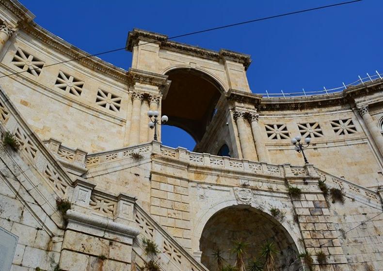 Cagliari-Casteddu-Bastione.jpg