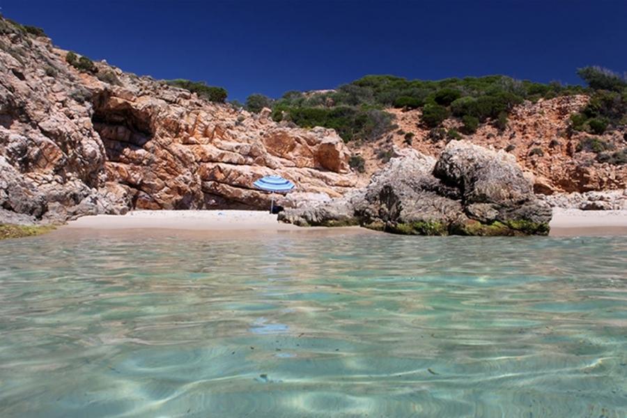 Le-meravigliose-spiagge-di-Chia-in-Sardegna.jpg