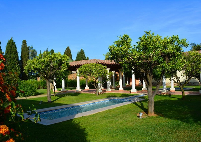 exotic garden hotel in Pula
