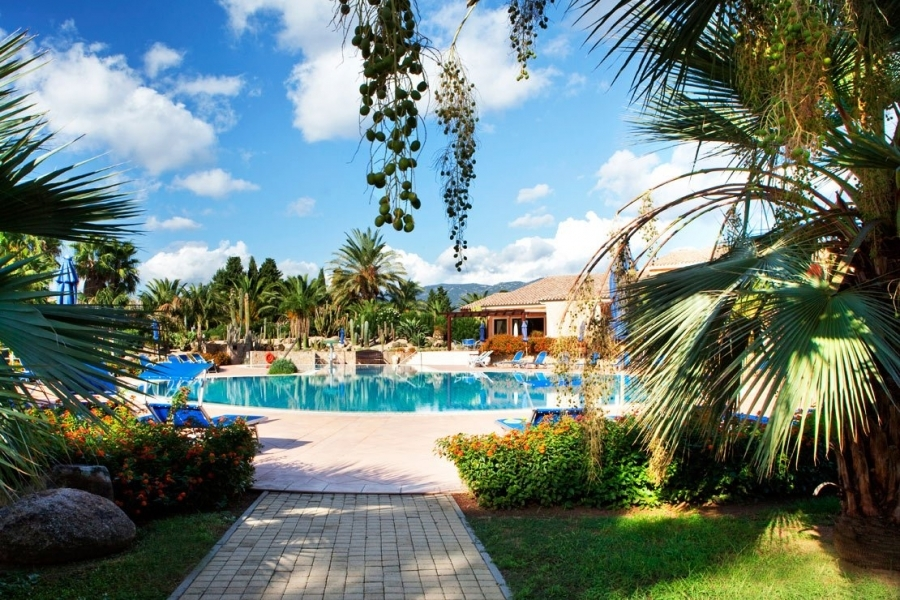 vacation-for-families-the-beach-in-Sardegna